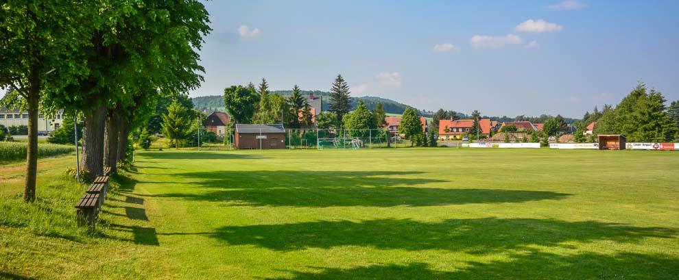 Rasenplatz an der Turnhalle Spitzkunnersdorf
